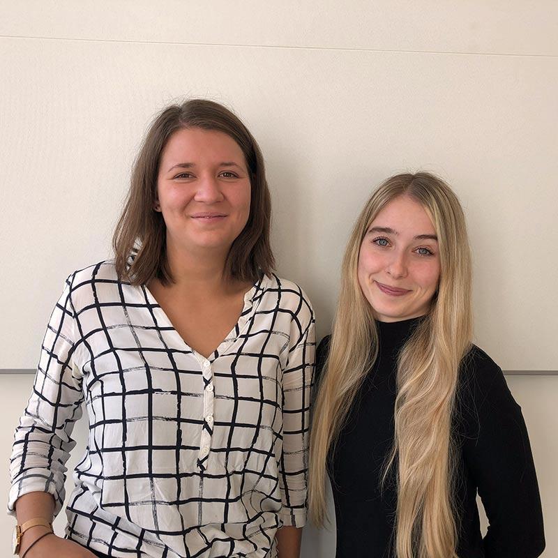 Charlotte Pappe und Christiane Langenwalder - Nachwuchskräfte im Büro des IT-Referenten