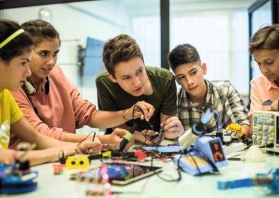 Kinder und Jugendliche in der digitalen Welt – Tipps für Fachleute und Eltern