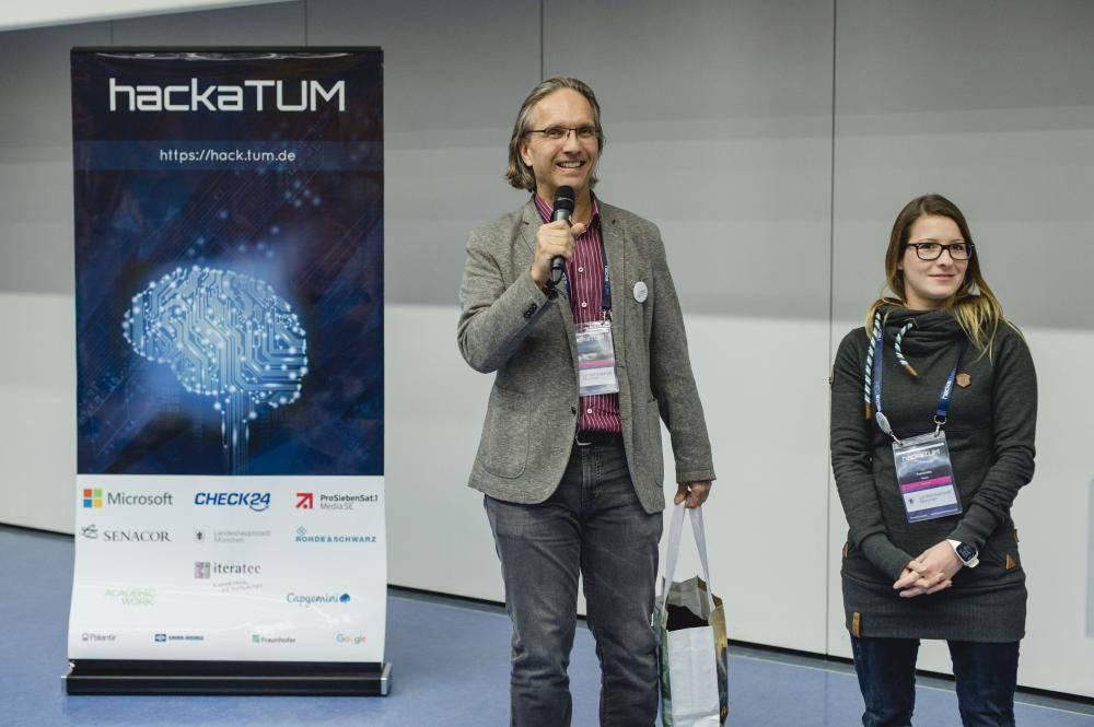 Wolfgang Glock, Franziska Meier auf dem HackaTUM 2017, Foto: Andreas Gebert
