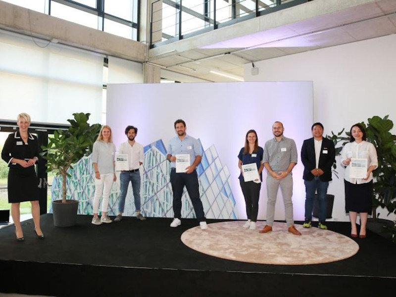 Bürgermeisterin Habenschaden mit den Finalisten des Innovationspreis 2021