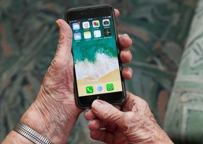 Heißes Eisen auf dem Digitaltag: Bleiben Senioren bei der Digitalisierung auf der Strecke?
