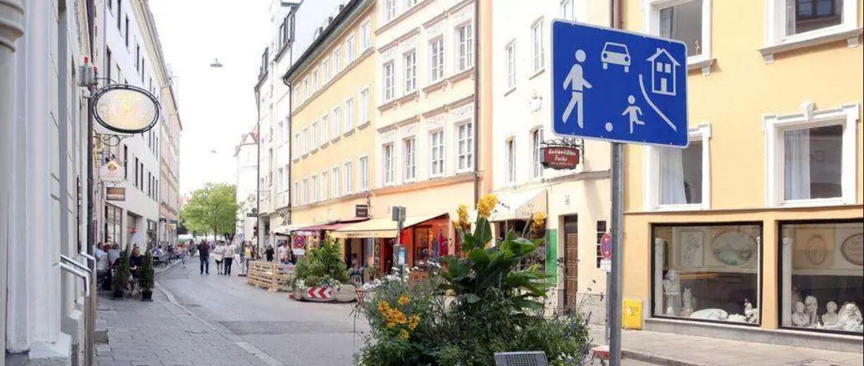 Die Westenriederstraße in München, eine der Sommerstraßen in 2021