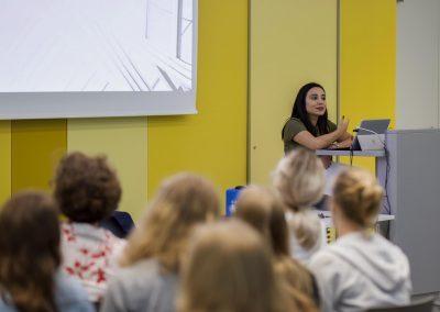 Nidan Tura führt ihre Session durch beim FutureCamp 2018