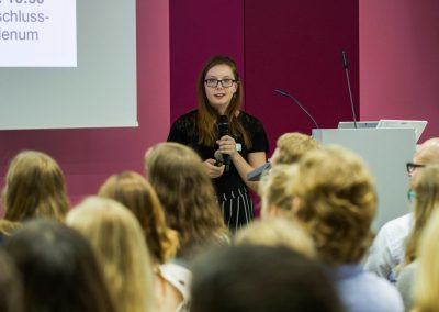 Duale Studentin Alina Völkl moderiert auf dem FutureCamp18