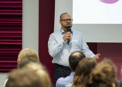 Mitarbeiter pitcht seine Idee auf dem FutureCamp18