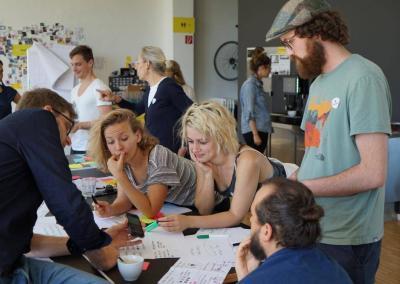 Die Teilnehmenden arbeiten Ergebnisse heraus
