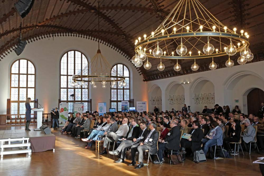 Das Publikum verfolgt die Veranstaltung mit Spannung