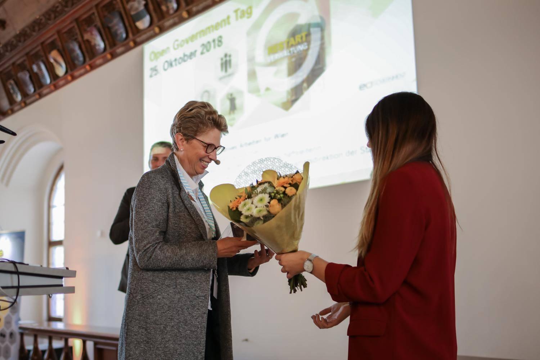 Die Übergabe von Geschenken auf dem Open Government Tag 2018