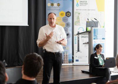 Thomas Bönig begrüßt die Teilnehmenden auf dem Barcamp 2018