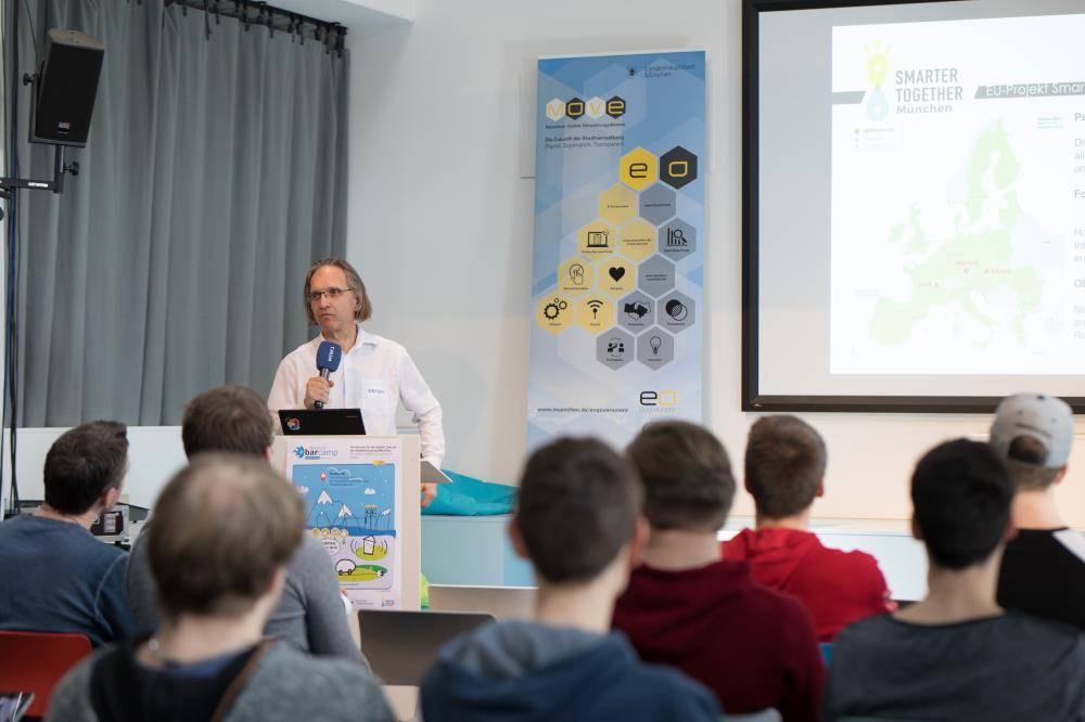 Wolfgang Glock hält einen Vortrag zu Smarter Together